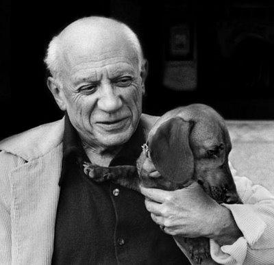 Picasso no fim da vida e distante do passado azul