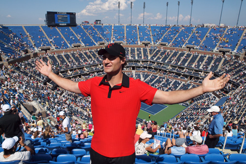 Esse cara ganha a vida imitando o Federer