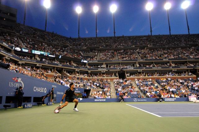 Raro momento onde vemos Federer atrás da linha de Base
